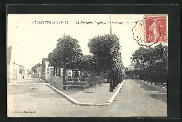 AK Villeneuve-la-Guyard, La Fontaine Regnoul et l`Avenue de la Gare 0
