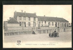 AK Vinneuf, La Mairie et les Ecoles