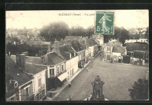 AK Bleneau, Vue generale, Blick auf Platz mit Denkmal und Häusern aus der Vogelschau