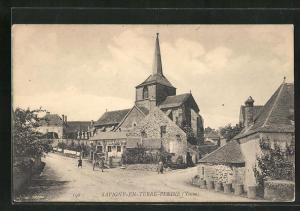 AK Savigny-en-Terre-Pleine, Platz mit Kirche und Häusern