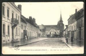AK Villeneuve-L`Archeveque, Au bas de la grande rue