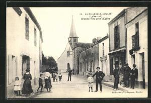 AK La Chapelle-Heulin, Grande-Rue près l`Eglise