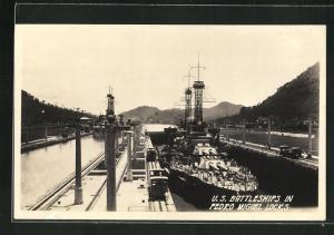 AK Panama Canal, U. S. Battleships in Pedro Miguel Locks