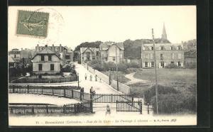 AK Bernières, Rue de la Gare, Le Passage à niveau