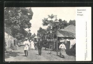 AK Ascension, Town Village, Ortspartie mit Anwohnern
