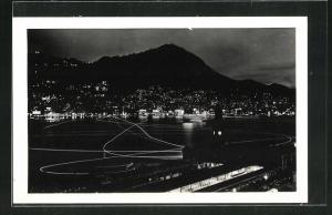 Foto-AK Hongkong, Nachtszene am Hafen