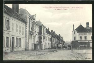 AK Villeneuve-l'Archeveque, l'Ecole des Garcons et la Rue Paul Bert