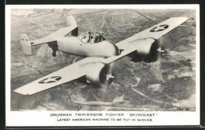 AK Grumman Twin-Engine Fighter Skyrocket, Kampfflugzeug überfliegt eine ländliche Gegend