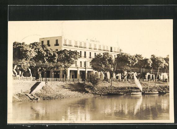 AK Assuan, Grand Hotel am Ufer mit Segelbooten 0