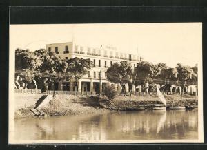 AK Assuan, Grand Hotel am Ufer mit Segelbooten
