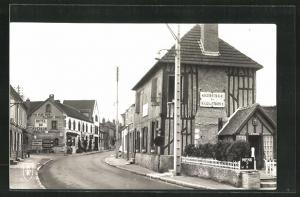 AK La Ferte-Saint-Aubin, Les Hotels et la Grande Rue