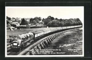 AK englische Eisenbahn Cornish Riviera Express der Gesellschaft British Railways eine Brücke passierend