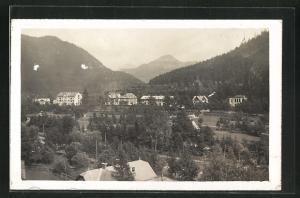 AK Lubochna, Totalansicht mit Gebirge