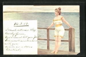 AK Dame im Badeanzug an Geländer gelehnt