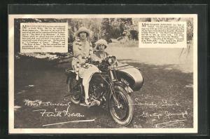 AK Schauspielerinnen Miss Faith Bevan und Miss Gladys Jennings auf dem Motorrad Rudge-Whitworths