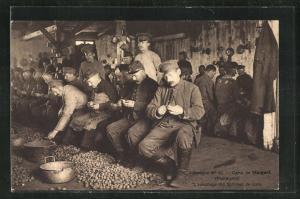 AK Stargard, Kriegsgefangene im Lager schälen Kartoffeln
