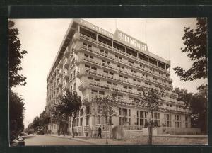 AK Dinard, Le Gallic Hotel, Blick von Strasse auf Hotelfassade