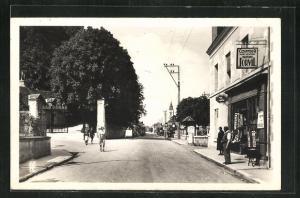 AK Chaumont-sur Loire, Entree du Chateau et grande Rue