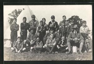 AK Pfadfinder-Knaben im Gruppenportrait vor einem Zelt