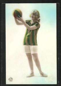 AK Frau in Bademode mit Ball