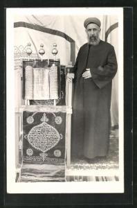 AK Chasan steht am Altar, Synagoge