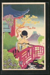 Künstler-AK Art Deco, Geisha mit Fächer auf einer Flussbrücke stehend