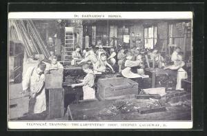 AK Dr. Barnardo's Homes, Technical Training, The Carpenter's Shop, Knaben tischlern in der Werkstatt