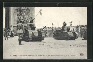 AK Paris, Siegesparade / Fete de la Victoire 1919, Panzer am Arc de Triomphe