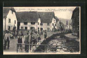 AK Roderen, La Rue Centrale, Soldaten auf der Strasse