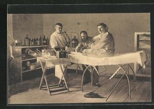 AK Münster / Westf., Kriegsgefangener auf einer Krankenliege
