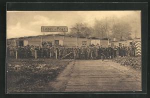 AK Münster / Westf., Kriegsgefangene vor der Lager-Post