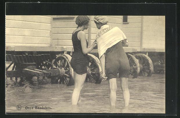 AK Zwei Damen im Badeanzug in Rückansicht 0