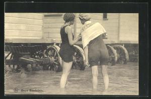 AK Zwei Damen im Badeanzug in Rückansicht