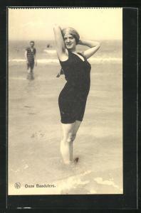 AK Onze Baadsters, Frau im Badeanzug im Wasser