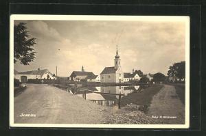 AK Jasnitz, Strassenpartie mit Dorfweiher und Kirche