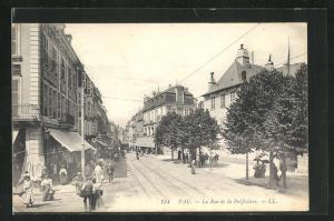AK Pau, La Rue de la Préfecture
