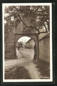 AK Knittelfeld, Partie im Ort, Blick durch Tor
