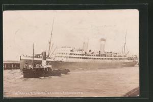 AK Passagierschiff Royal Edward im Hafen anlegend