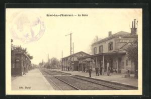 AK Saint-Leu-d`Essérent, La Gare, Bahnhof von der Gleisseite betrachtet
