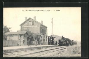 AK Ressons-sur-Matz, La Gare, Bahnhof von der Gleisseite betrachtet