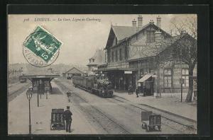 AK Lisieux, La Gare, Ligne de Cherbourg, Bahnhof mit haltendem Zug