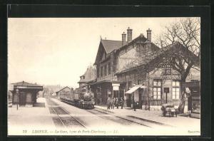 AK Lisieux, La Gare, Ligne de Paris-Cherbourg, Bahnhof mit haltendem Zug