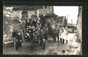 AK Sergines, Le Carneval chaque année le mercredi des Cendres, Traktor zieht Festwagen, Karneval