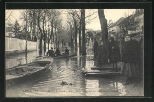 AK Lavarenne, Dèmènagements des habitants en barques, Hochwasser 1910