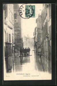 AK Puteaux, Hochwasser Januar 1910, Floss auf überschwemmter Strasse