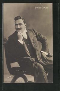 AK Opernsänger Enrico Caruso posiert im Sitzen