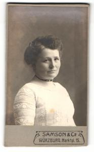 Fotografie Samson & Co., Würzburg, Frau im Pullover mit Halsband