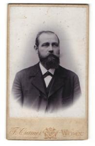 Fotografie J. Cramer, Weiden, Portrait stattlicher junger Mann mit Vollbart