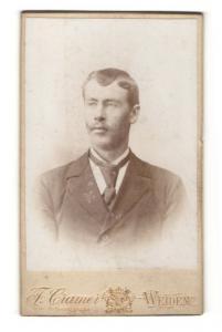 Fotografie F. Cramer, Weiden, Portrait stattlicher junger Mann mit Schnurrbart