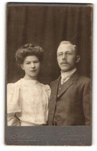 Fotografie Anton & Co., Stockholm, Portrait bürgerliches Paar in hübscher Kleidung